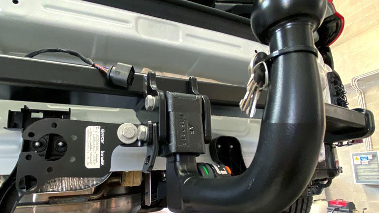 Gancio Traino installato su autovettura centro Revisioni