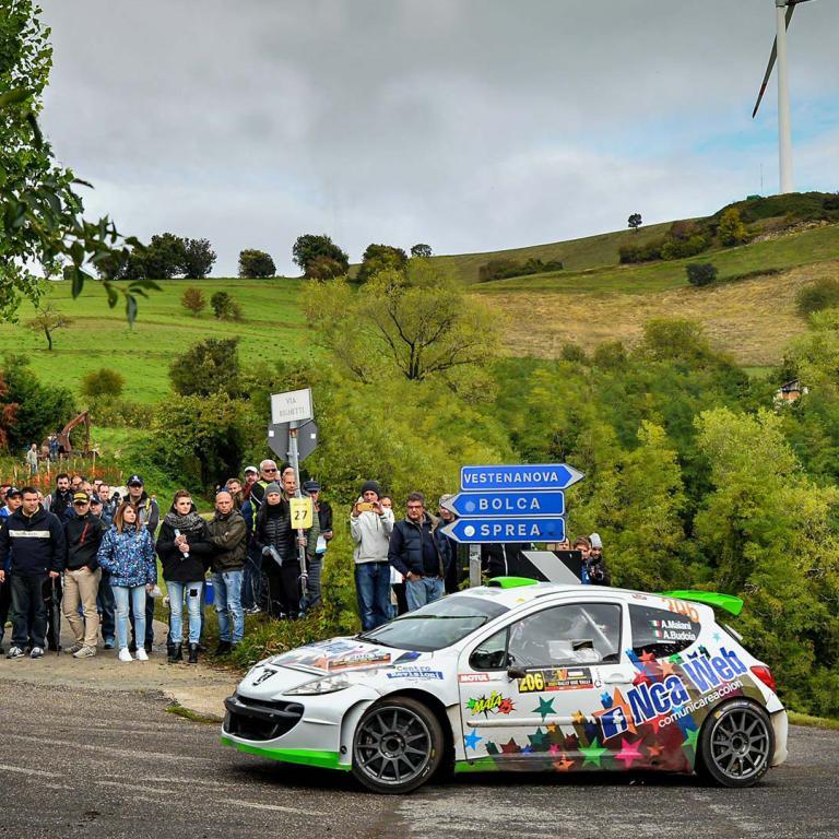Macchina da Corsa su percorso cnn pubblico CR Rally Team