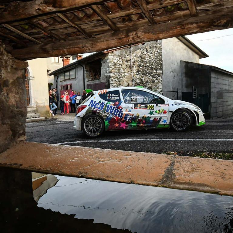 Macchina da Corsa su percorso in città CR Rally Team