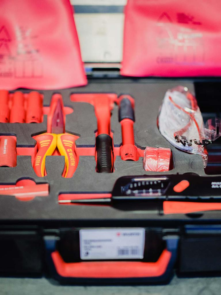 Valigia con strumentazione per macchine elettriche ed ibride